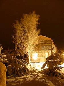 домик в деревне зимой