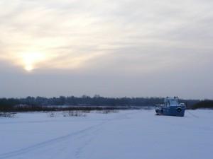 берег реки Унжа зимой