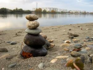 фото камни на берегу